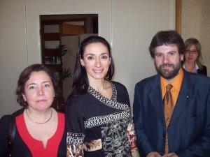 Llúcia Martín, directora de la Biblioteca Virtual Joan Lluís Vives i Angel Lluís Ferrando amb l'actriu Rosanna Pastor, presentadora de l'acte