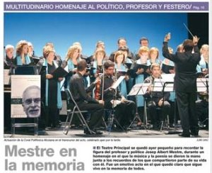 """Eduard Terol dirigeix la """"Cançò dels Ciutadans Alcoians"""" en l'Homenatge a Josep A. Mestre. Portada del periòdic Ciudad de Alcoi 8/10/2011"""