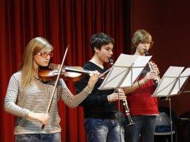 María Guillém, violí. Mauro Fernández, clarinet. Ferran Fernández, clarinet. Alcoi 3 de gener de 2012