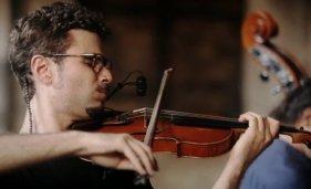 Ernesto-Llorens_Jazz-violinist_by-MOTAstudio