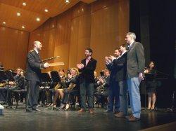 2013-03-24 Vicent Sanoguera rep un obsequi dels cavallers Benimerins en l'estrena de Banu Marin