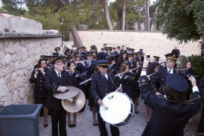 La banda al Cementeri Civil interepreta la marxa fúenbre de Casasempere Juan
