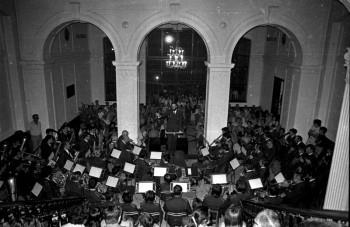 """Presentació del """"Cançoneret alcoià"""" d'Ernesto Valor (Foto: Paco Grau. Arxiu: Fototeca Municipal)"""
