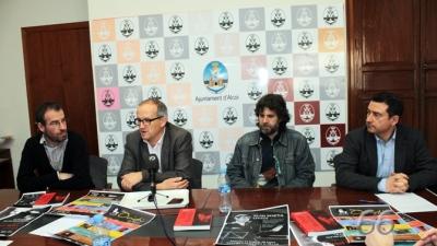 L'escriptor Jordi Tormo, el regidor de Cultura, Paco Agulló, nostre director Àngel Lluís Ferrando i el director del centre Cultural, Miquel Santamaria. (Foto. Pagina66)