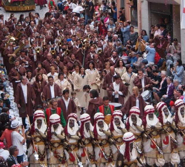 La Primitiva acompanya a l'Esquadra Especial de la Magenta (Foto: Dulce Santonja)