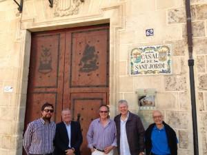 De izquierda a derecha: Juan Luis Guitart, asesor musical de l'Associació, Joan Garcia Iborra, José Vicente Asensi, Joan Doménech y el vicepresidente primero Francisco Campos