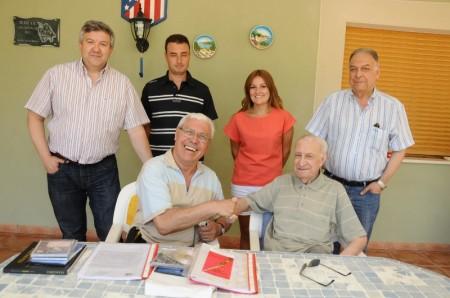 D'esquerra a dreta: Josep Lluís santonja, director del'Arxiu, Sergi Sempere, María Baldó i Rafael Serra. Asseguts: Gianfranco Francone i Rafael Serra Carbonell a l'agost de 2012
