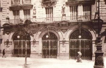El Teatro Apolo (1873-1929), fou juntament amb el Teatro de la Zarzuela els escenaris emblemàtics d'aquest gènere