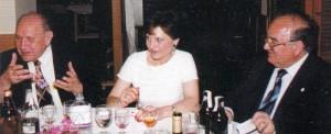 Adrián Miró, a la izquierda y Blanquer, a la derecha, escritor y músico, en una cena en Apolo