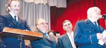 Blanquer rodejat de gregorio Casasempere, Enrique Rodes (llavors president d'Apolo) i Copérnico Pérez el Diumenge de Rams de 2001