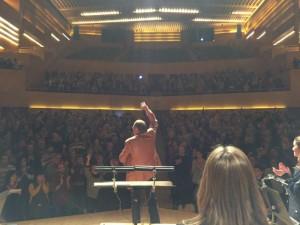 Pere Camps, director de Barnasants, presenta el concert (Foto: Maria Cabanes 'in situ')