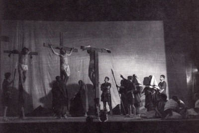 """""""Pasión de Jesús"""" al Teatro Circo en 1966 (Foto extreta de """"Alcoi, 1881-1980"""")"""