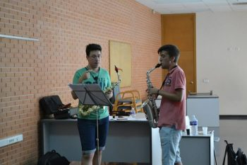 Eladio Sellés e Isaac sanoguera en plena clase