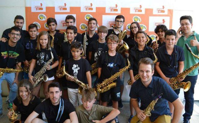 Foto de familia del primer Saxteneum Fest de Cocentaina