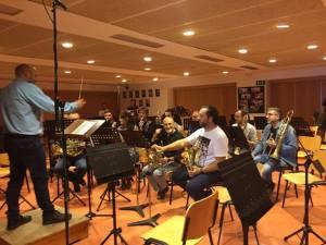 """Enregistrament dels metalls i percussió de """"crida i clam per al Bàndol Reial"""" (Foto: Tania Bou)"""