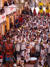 La Primitiva acompaña a Luis Sanus, Capità de los Almogàvers (Foto: Dulce Santonja)