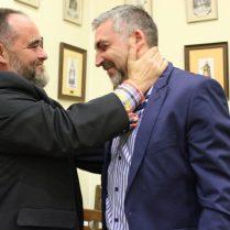 Dos Ambaixadors: Juan Javier Gisbert i Óscar Martínez, dos homes units pel teatre i la Festa (Foto: Radio Alcoy)